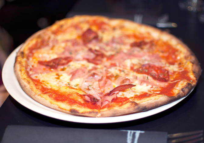 Pizza don or&aacute; <small>(tomate, mozzarella, jam&oacute;n york, salami, bacon, or&eacute;gano y aceite)</small>